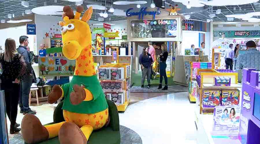 toys r us coming back