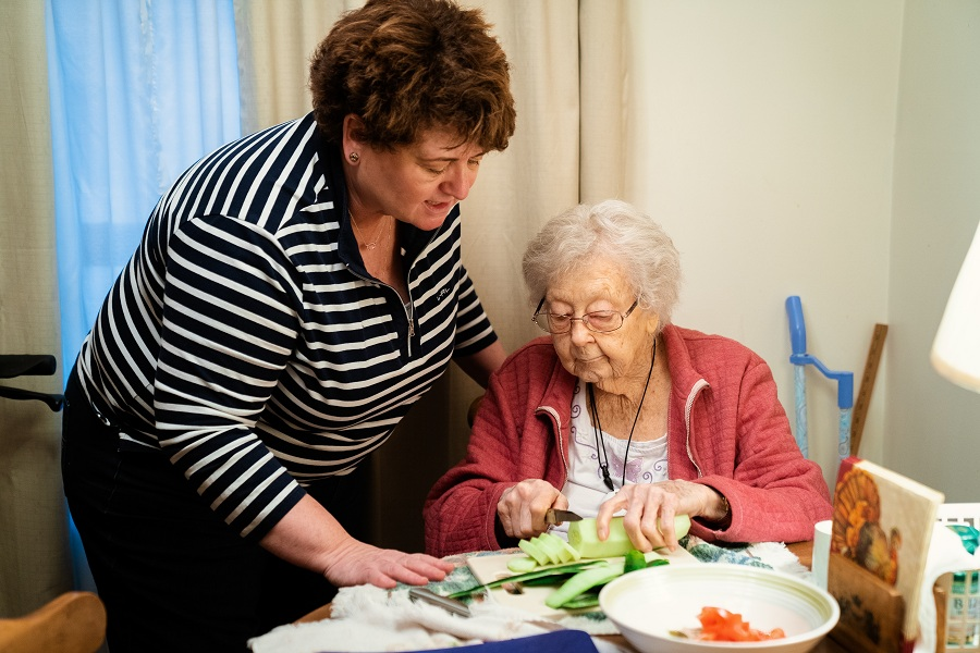 Caregiver_and_client_cooking (1)